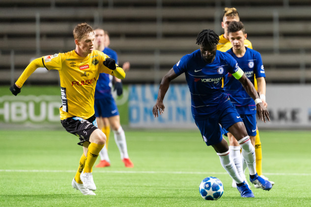 Chelseas svensk Joseph Colley och Elfsborgs Jesper Sandberg Hesselgren under fotbollsmatchen i UEFA Youth League mellan Elfsborg och Chelsea den 7 november 2018 i Borås. Foto: Jörgen Jarnberger / BILDBYRÅN / Kod JJ / Cop 112