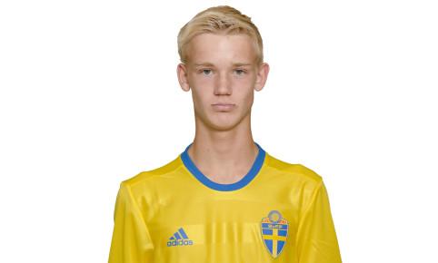 170711 Carl Gustafsson i P17/00-landslaget poserar för porträtt den 11 juli 2017 i Stockholm. Foto: Simon Hastegård / Bildbyrån / Cop 118